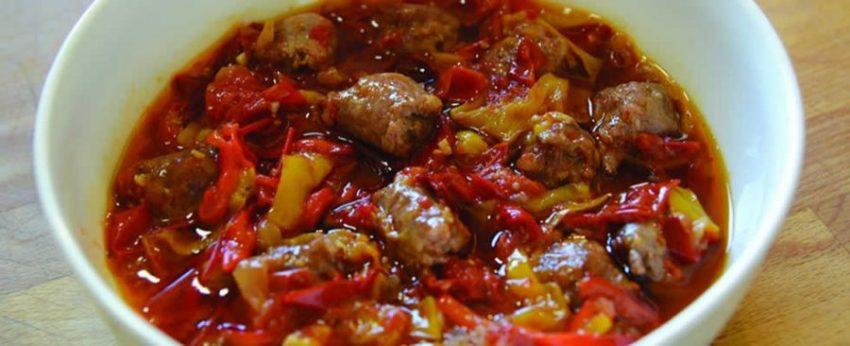 ricetta peperonata con salsiccia
