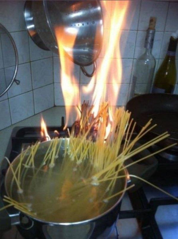 cucinano pasta senza acqua