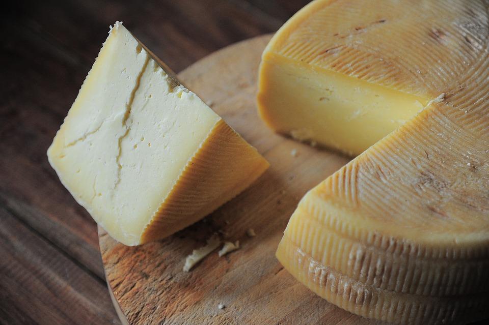formaggio stagionato in casa