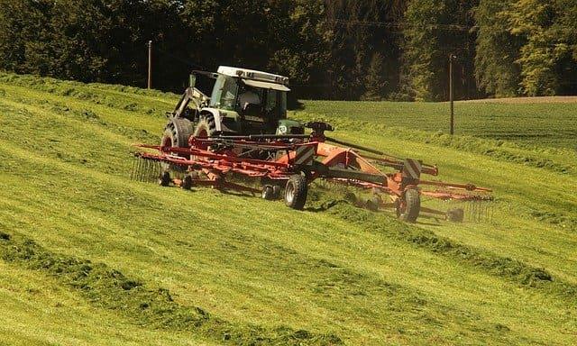 mezzo agricolo